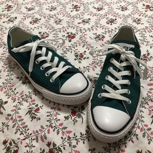 Converse low top sz 7 women's sz 5 men's
